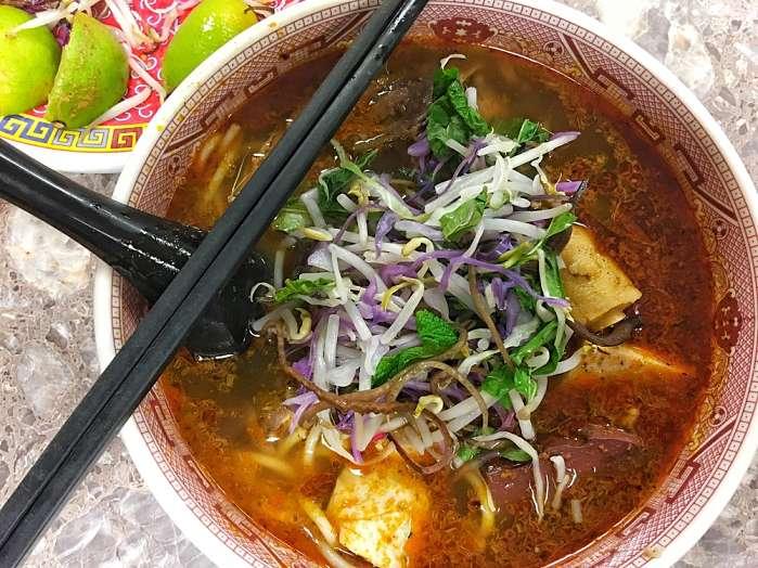 Comida típica Bun Bo Hue.