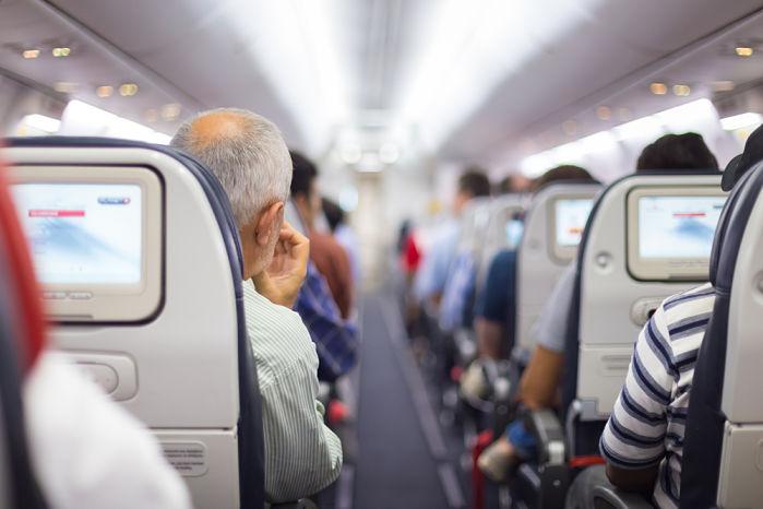 Cosas que hacer en un viaje largo en avión