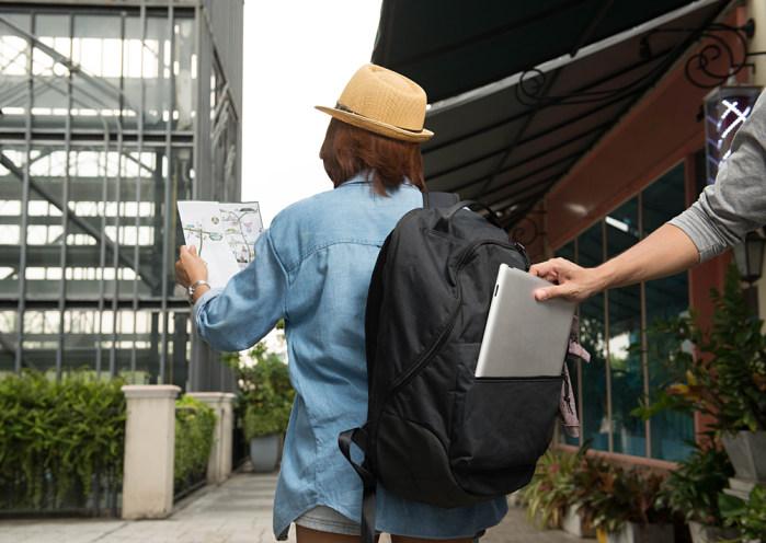 turista siendo robado