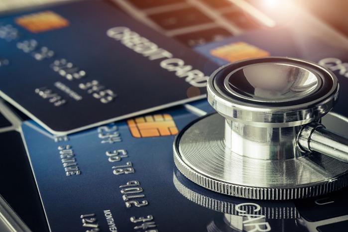 fonendoscopio y tarjeta de credito