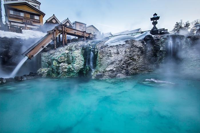 aguas termales japonesas en invierno